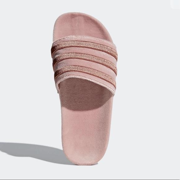 Adidas zapatos adilette diapositivas poshmark terciopelo rosa